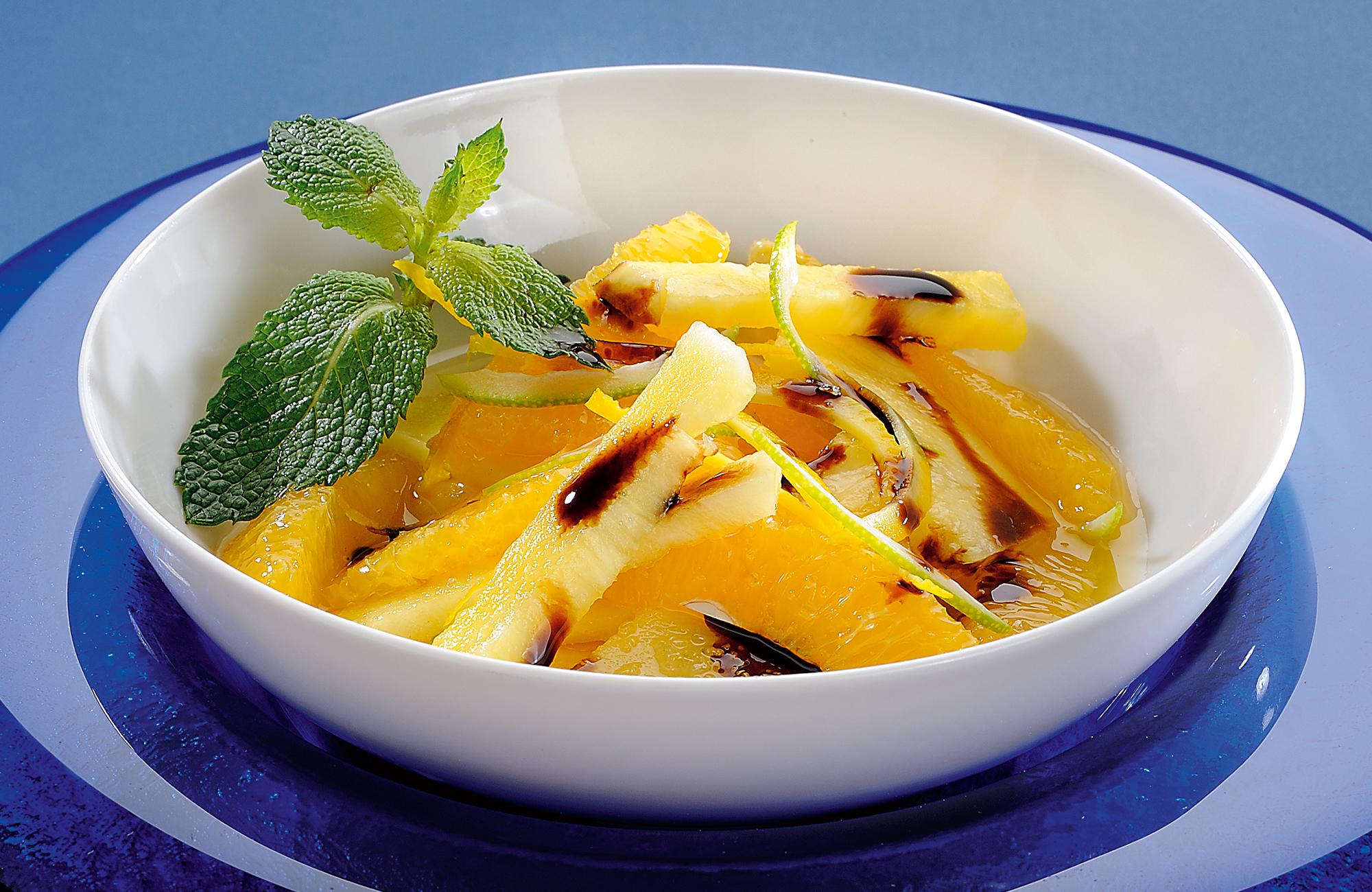 Ananas e arancia con zucchero di canna e Glassa Gastronomica all'Aceto Balsamico di Modena IGP Ponti
