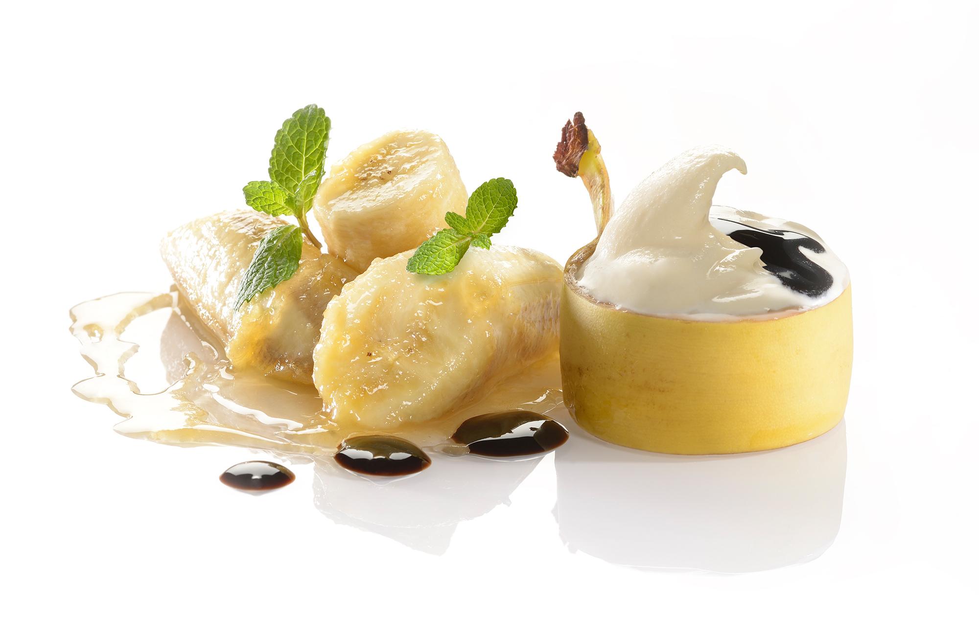 Banana caramellata al rum con gelato