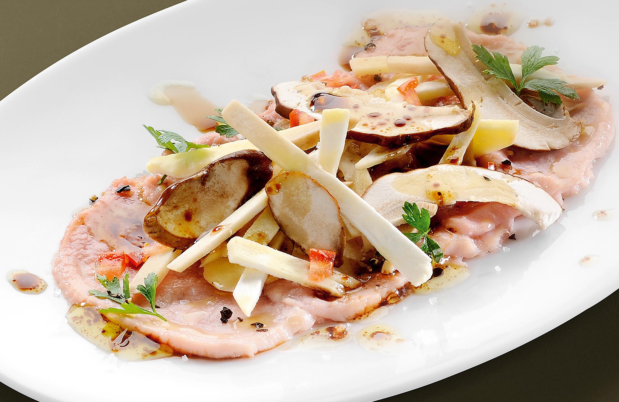 Carpaccio di vitello tiepido con funghi porcini e Aceto Balsamico di Modena IGP Ponti