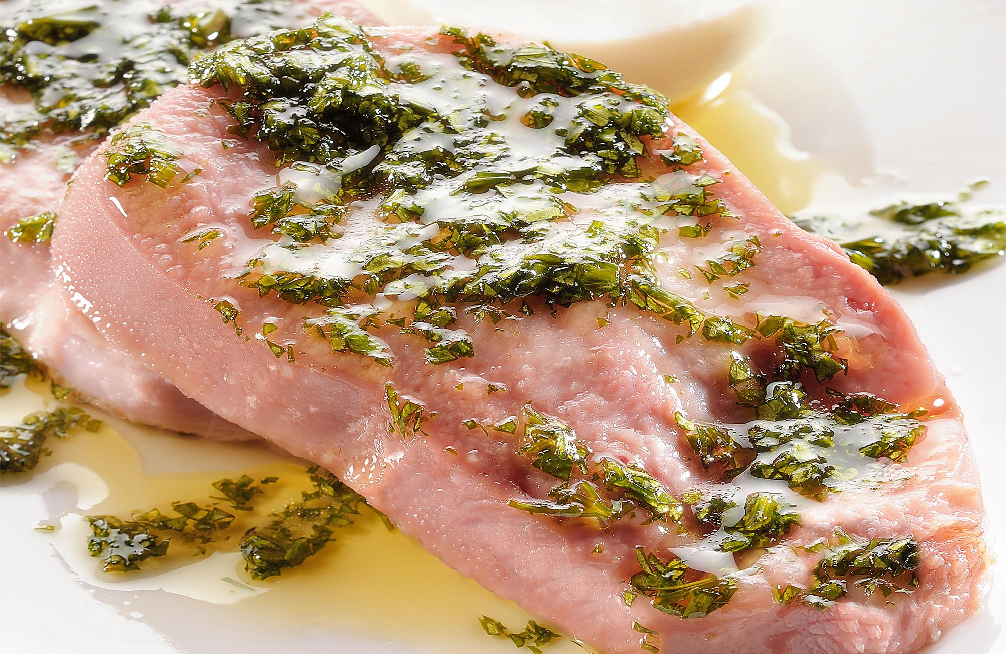 Lingua di vitello con salsa di prezzemolo e Aceto di Vino Classico Bianco Ponti