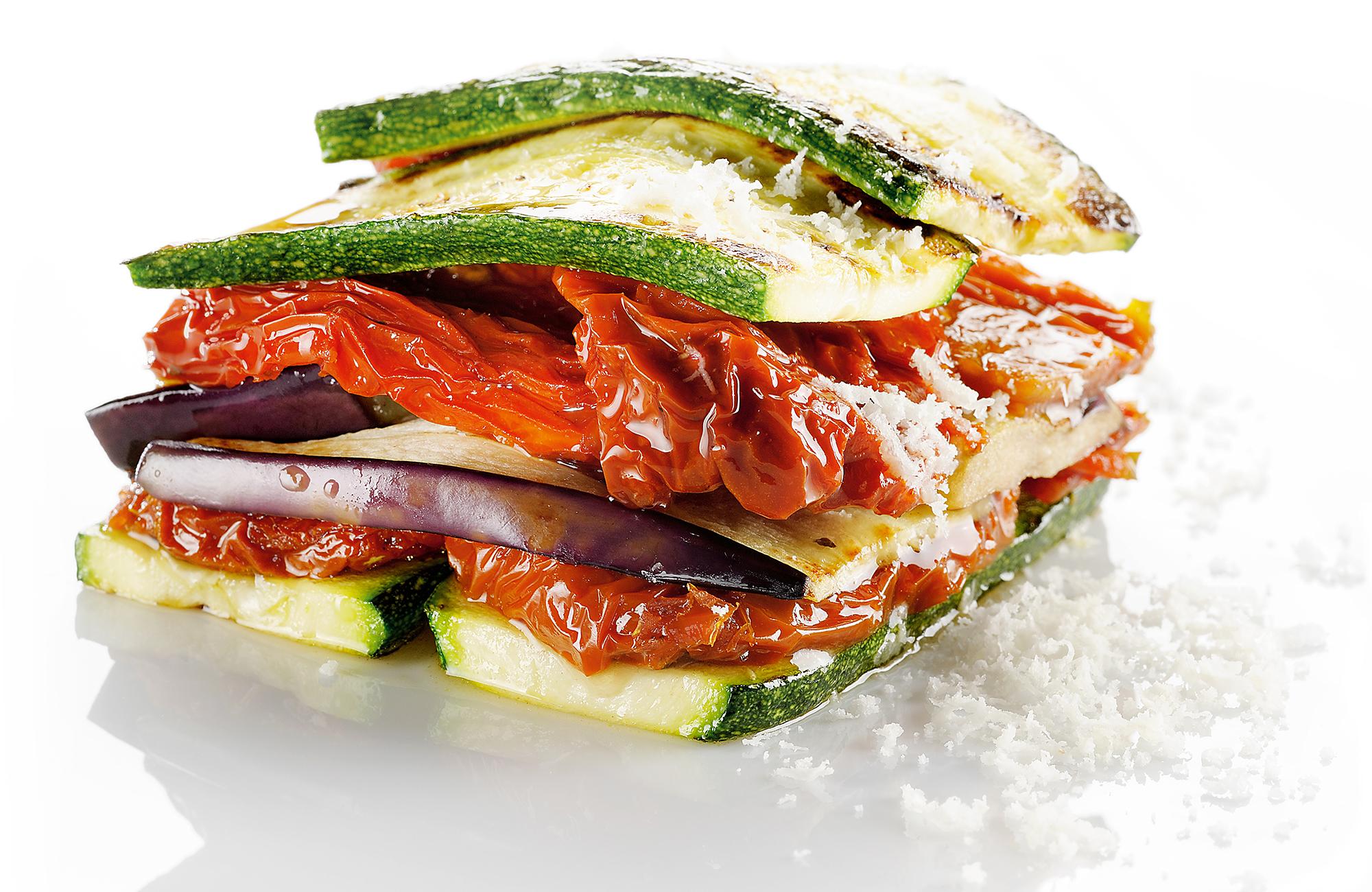 Parmigiana di Pomodori Essiccati ai Profumi dell'Orto Zero Olio, melanzane e zucchine
