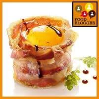 Tojás bacon fészekben