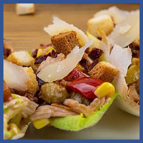 Barchette di indivia con insalata di pollo e Insalata per pasta Peperlizia