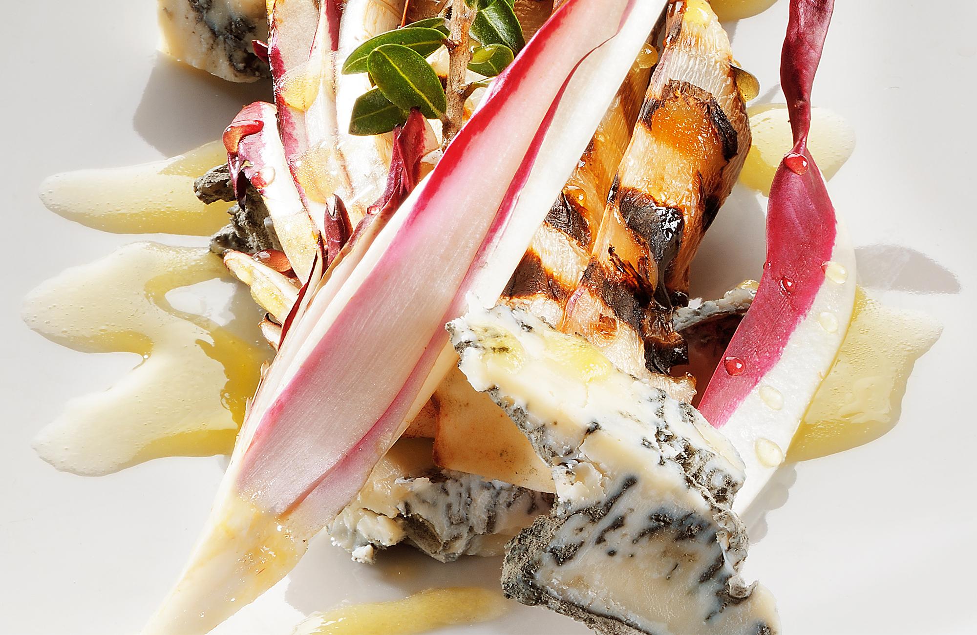 Gorgonzola naturale con radicchio di Treviso grigliato con vinaigrette a base di DolceAgro Condimento Delicato Ponti