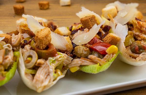 Barchette di indivia con insalata di pollo e Insalata per pasta Peperlizia - Ponti