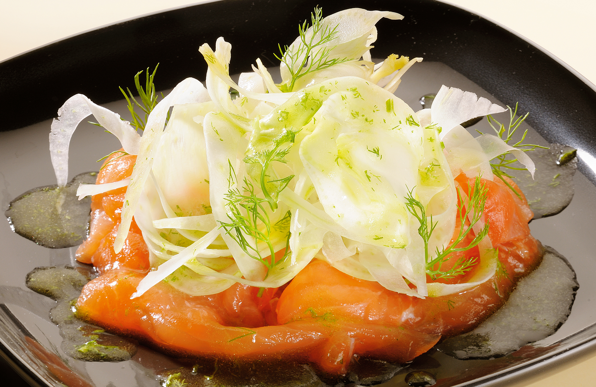 Fresh salmon with fennel salad with vinaigrette based on DolceAgro Mild Condiment - Ponti