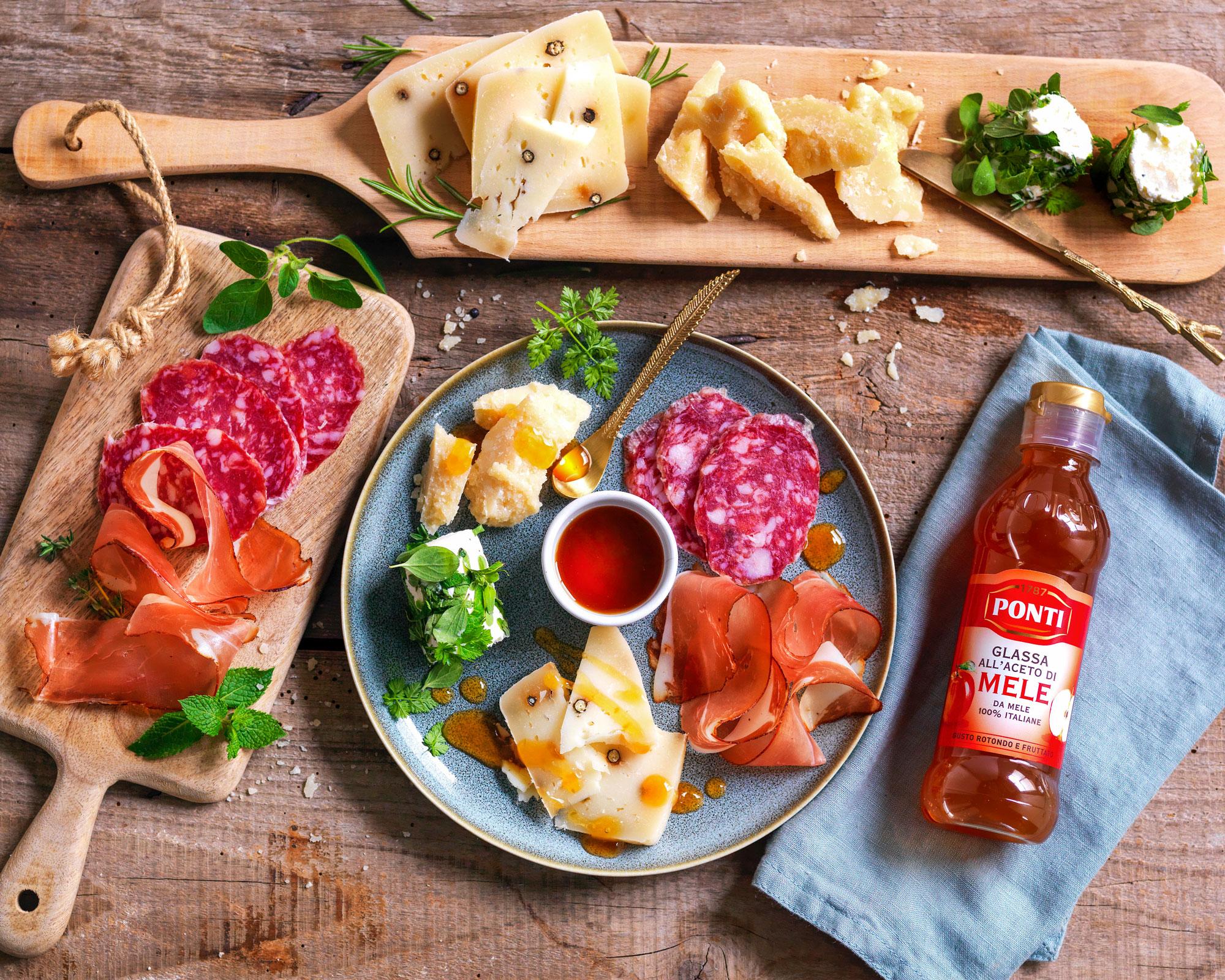 Tagliere: Caciotta al pepe, Parmigiano 24 mesi, Caprino alle erbe, Speck e Salame Felino - Ponti