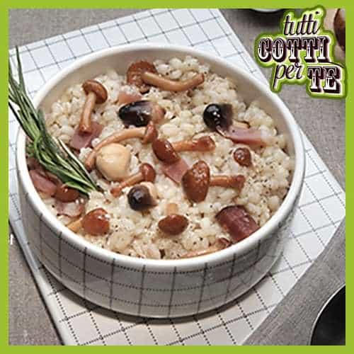 Zuppa d'orzo con funghi, speck e pecorino romano